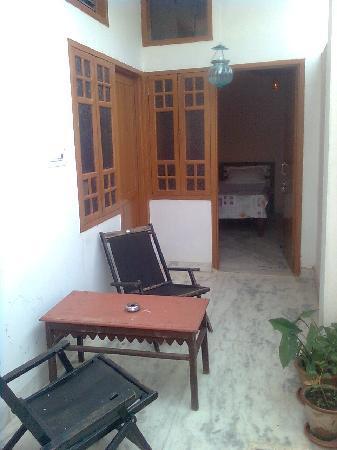 Aravali Hotel & Restaurant : privet balcony in room