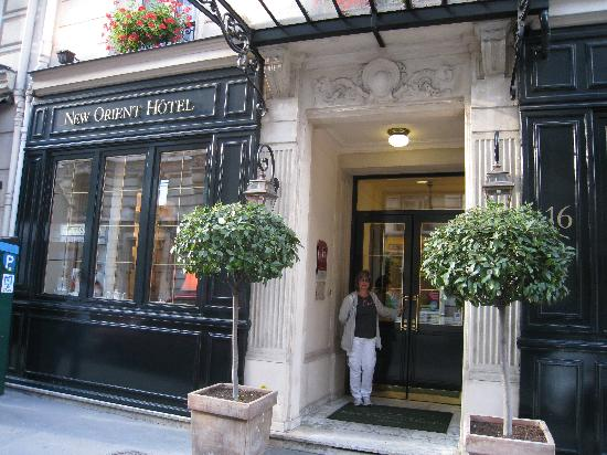 New Orient Hotel: Front entrance