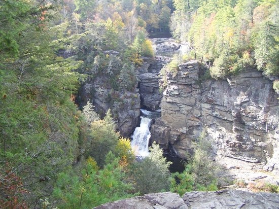 Spruce Pine, Carolina del Norte: Small glimps of the falls.