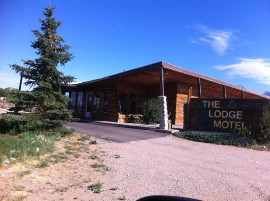 The Lodge Motel: view from the road