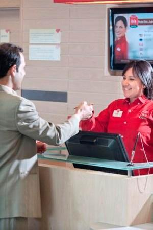 Hotel Ibis Juarez Consulado: Front Desk