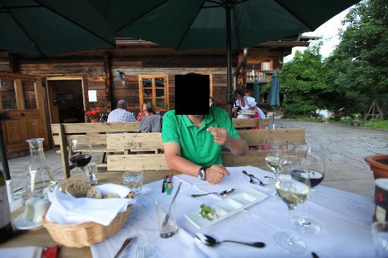 Gannerhof: Alfresco dining on the terrace.