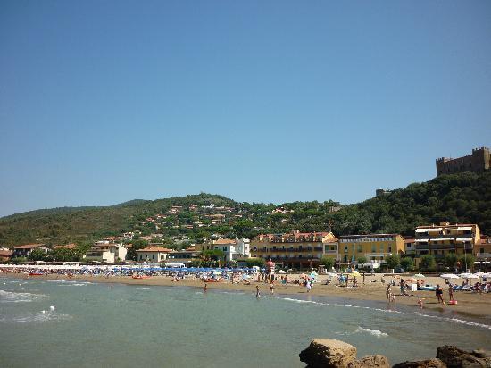 Castiglione Della Pescaia, Italia: Panoramica dagli scogli