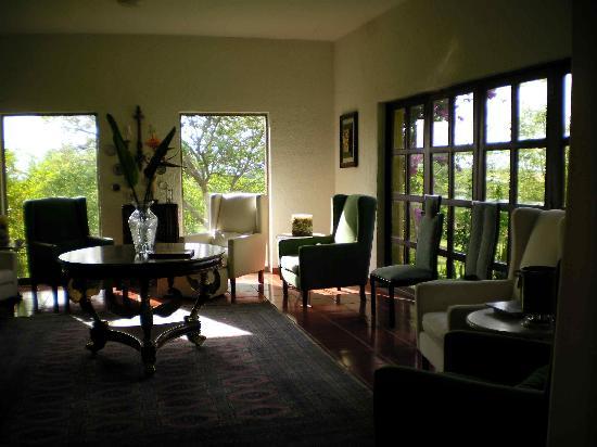 Hacienda Las Limas: reading area inside hacienda