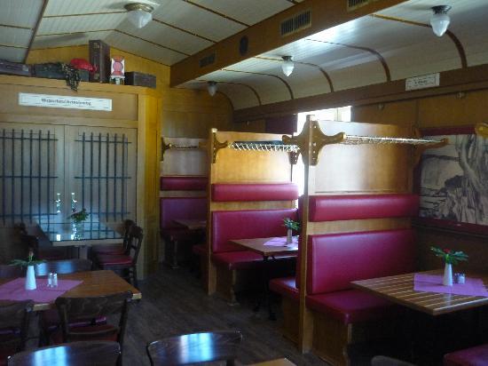 Molli's Lok Schuppen: inside