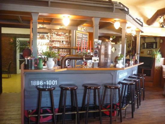 Molli's Lok Schuppen: bar