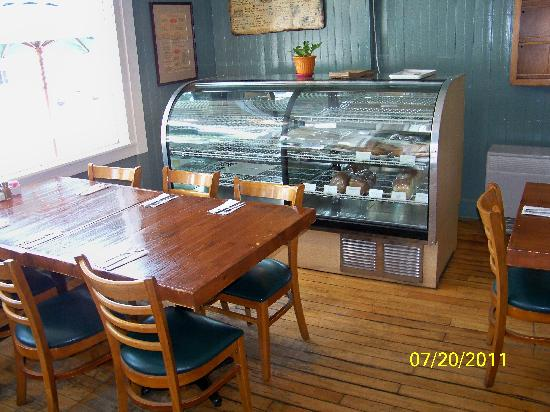 158 Main Restaurant & Bakery: Got to Love old style set-ups