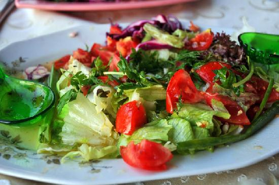 Sultan's of Restaurant: Fantastic salad and dressing