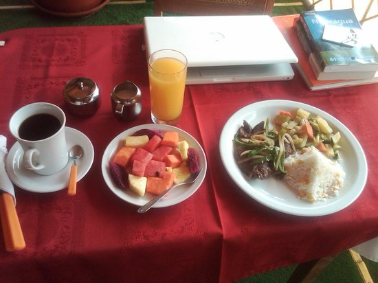 Hotel La Pyramide: Breakfast