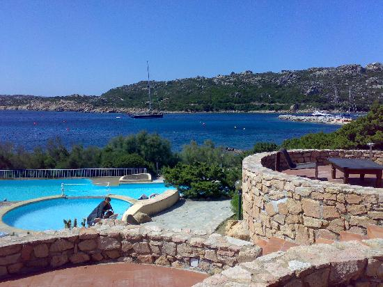 Hotel Cala Lunga: Vista di Porto Massimo dala bar Cormorano