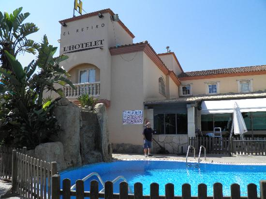 L'Hotelet : La bonita piscina.