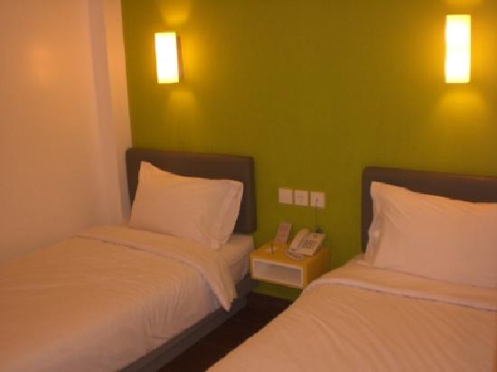 Amaris Hotel Cimanuk: I found the bed comfortable enough and the hotel quiet enough to get a good night's sleep