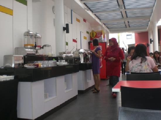 Amaris Hotel Cimanuk: The breafast area..