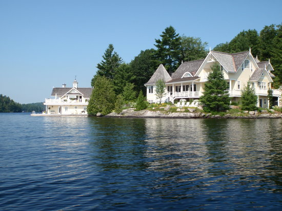 "Rosseau's Northern Landing Bed and Breakfast : Una ""boat house"" del lago Rosseau"