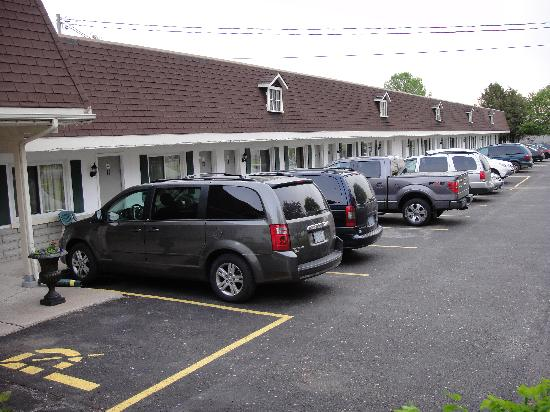 Country Squire Motel: Spring Picture