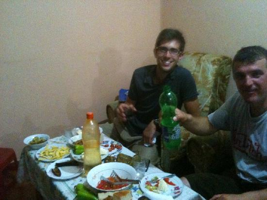 Florian Shkodra Guesthouse and Hostel: Dinner with Florian