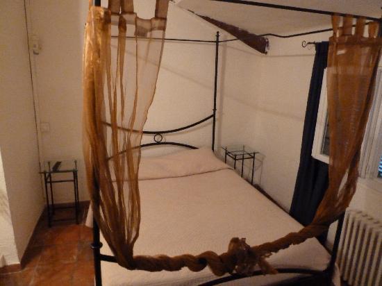 Hotel du Portalet : Bett