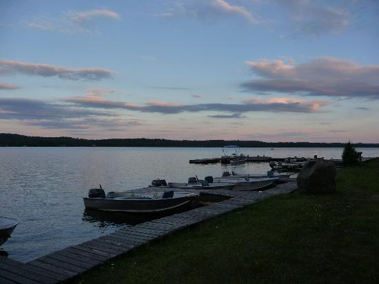 Auld Reekie Lodge: Waterfront docks and Auld Reekie's boat