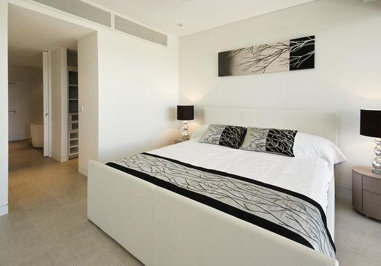 Coconut Grove Apartments : Master Bedrrom