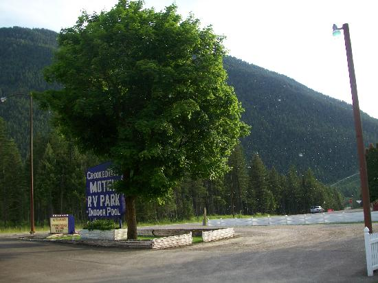 Crooked Tree Motel and RV Park: Motel Entrance
