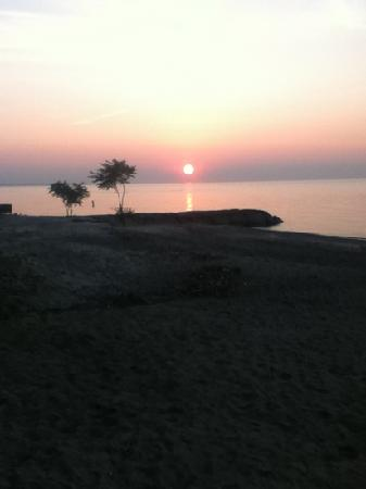 Firefly Beach Resort: Best sunsets ever!!!