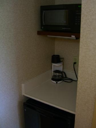 Holiday Inn Express Hotel & Suites Winchester: Microwave, fridge, coffee maker
