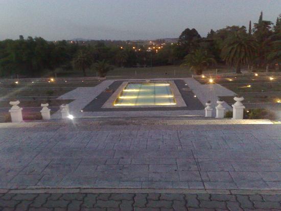 Howard Johnson Sierras Hotel and Casino: Parque x la noche
