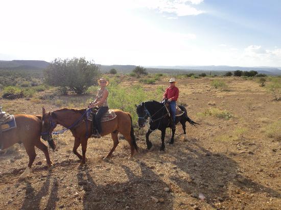 M Diamond Ranch: Mark & Debra on trail