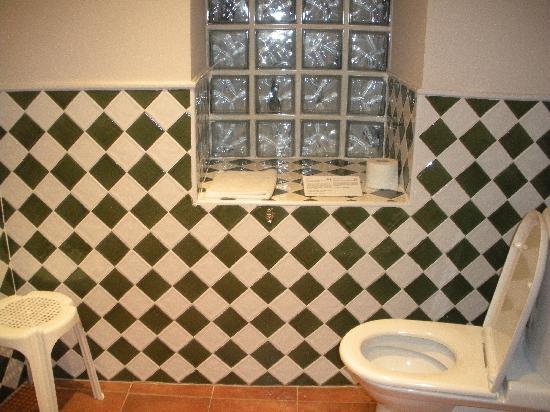 Hotel Palacio Oxangoiti : Large, clean bathroom