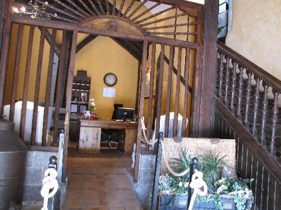 Hotel Palacio Oxangoiti : Entrance & reception
