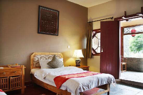 Yangshuo Mountain Retreat: River view king room