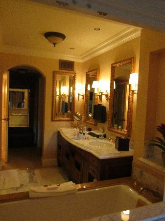 Fairmont Grand Del Mar: the bathroom