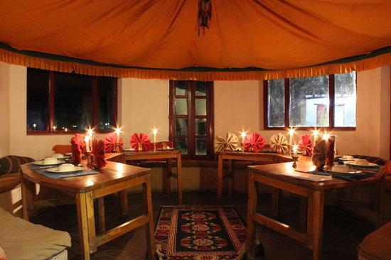 Ladakh Sarai : Inside the dining