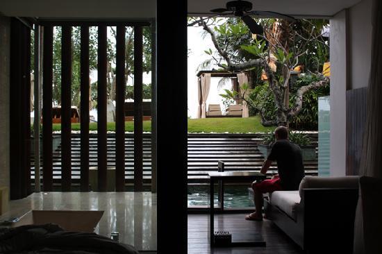 Anantara Seminyak Bali Resort: pool room