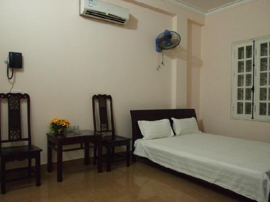 Phuong Dong Airport Hotel : Single room on 2nd floor