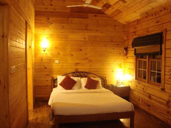 Club Mahindra Munnar : Log Cabin
