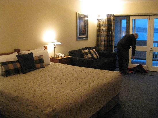 Baycrest Lodge bedroom