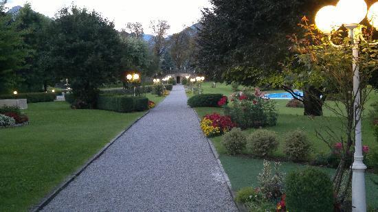 Antico Borgo della Madonnina: Vista Giardino all'imbrunire.  (make it Nokia N8)