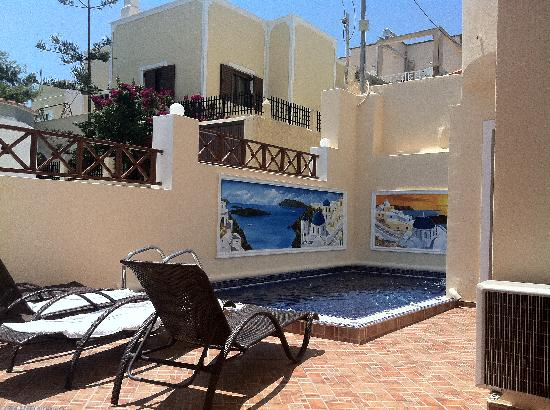 Antonia Hotel Santorini: outside our room