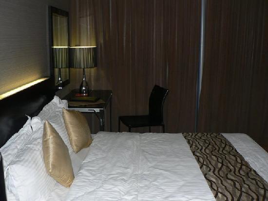 11@Century Hotel: Room