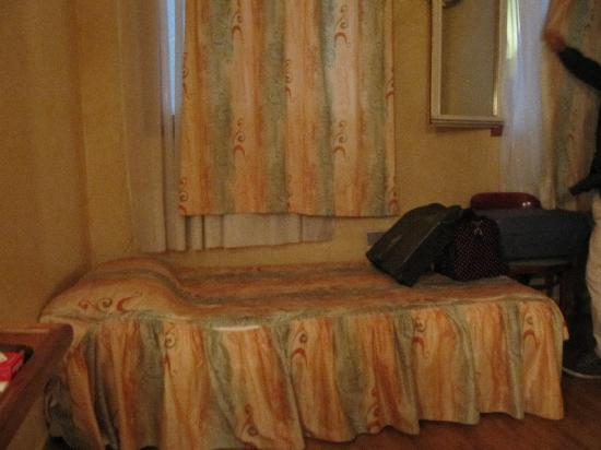 Hotel Residence Bourgogne: letto singolo - camera tripla