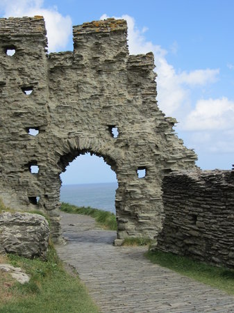 Tintagel Castle: Better than average example of castle ruin