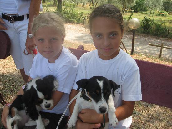 Il Paretaio: bambine in attesa della lezione di equitazione