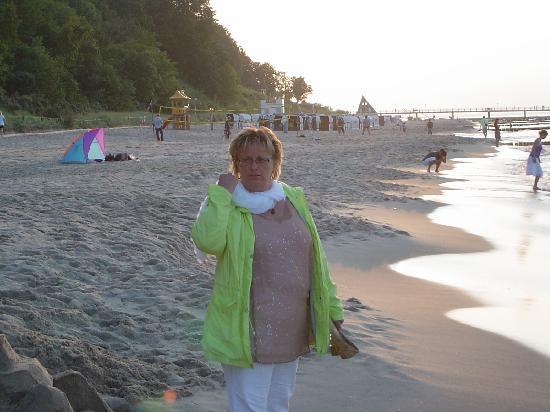 Hotel & Restaurant 'Wald und Meer': Spazieren nach dem gutem Essen am naheliegenden Strand