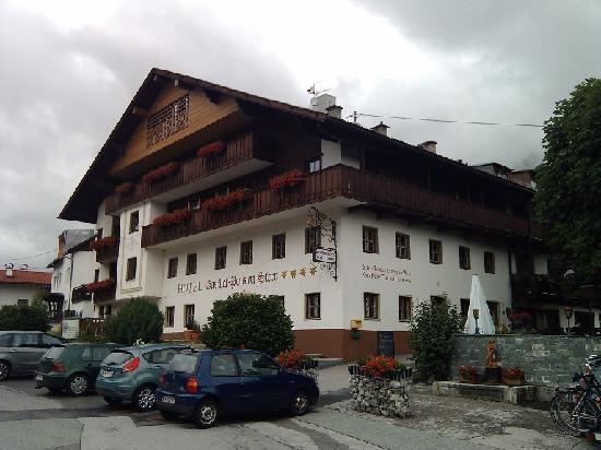 Familien-Landhotel Stern: Das Hotel, von der Strasse her betrachtet