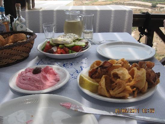 Taverna Giorgaros: il nostro pranzo: taramosalata, insalata greca frittura calamari