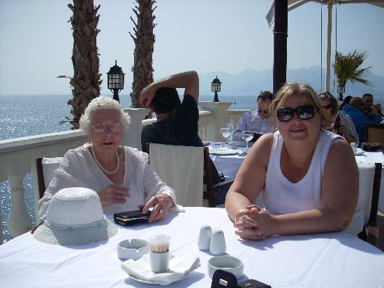 Arma Restaurant : Christine and an old lady from our hotel.