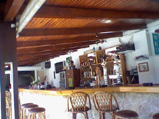 Christina Apartments: bar