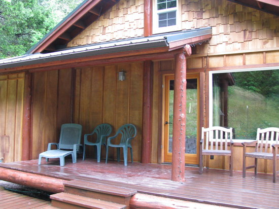 Double Diamond Lodge Bed and Breakfast: Guest's back porch