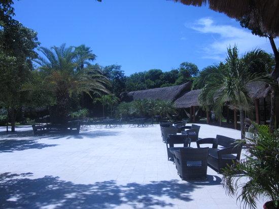 Viva Wyndham Maya : Courtyard